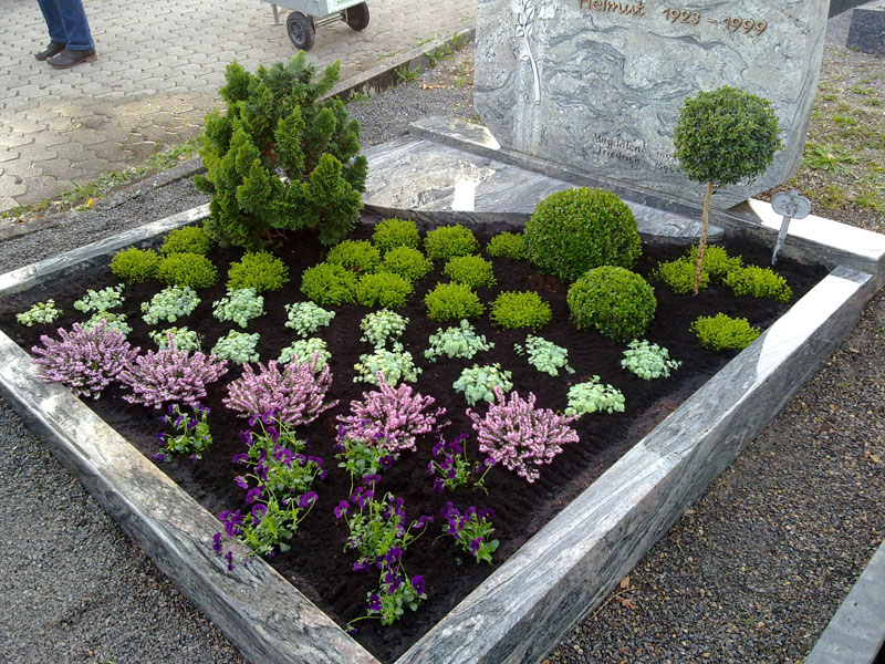 grabbepflanzung blumen bindekunst sieg bruchsal. Black Bedroom Furniture Sets. Home Design Ideas
